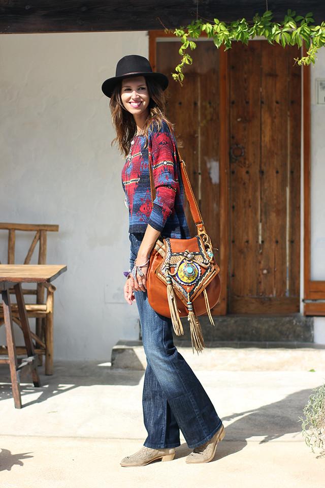 Los pantalones de campana que se empezaron a llevar en los años 70, en los que predominaba la estética hippy, vuelven con fuerza esta temporada.