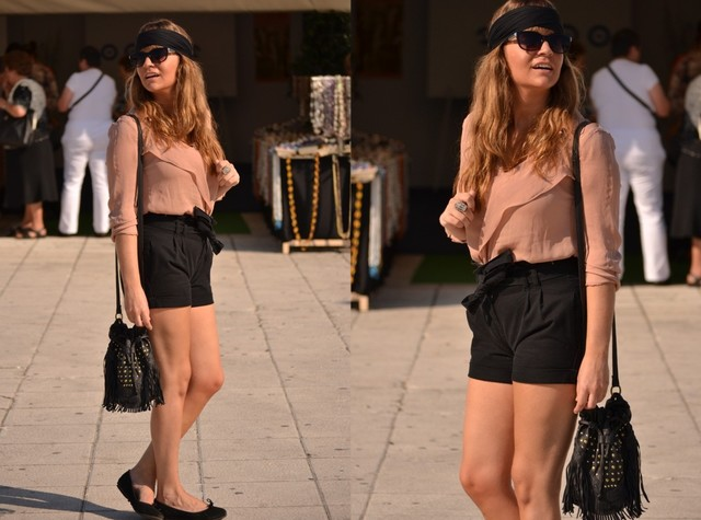 Visit this low cost outfit in my blog: http://www.fashion-lowcost.com/2011/10/outfit-low-cost-fiesta-del-marisco.html