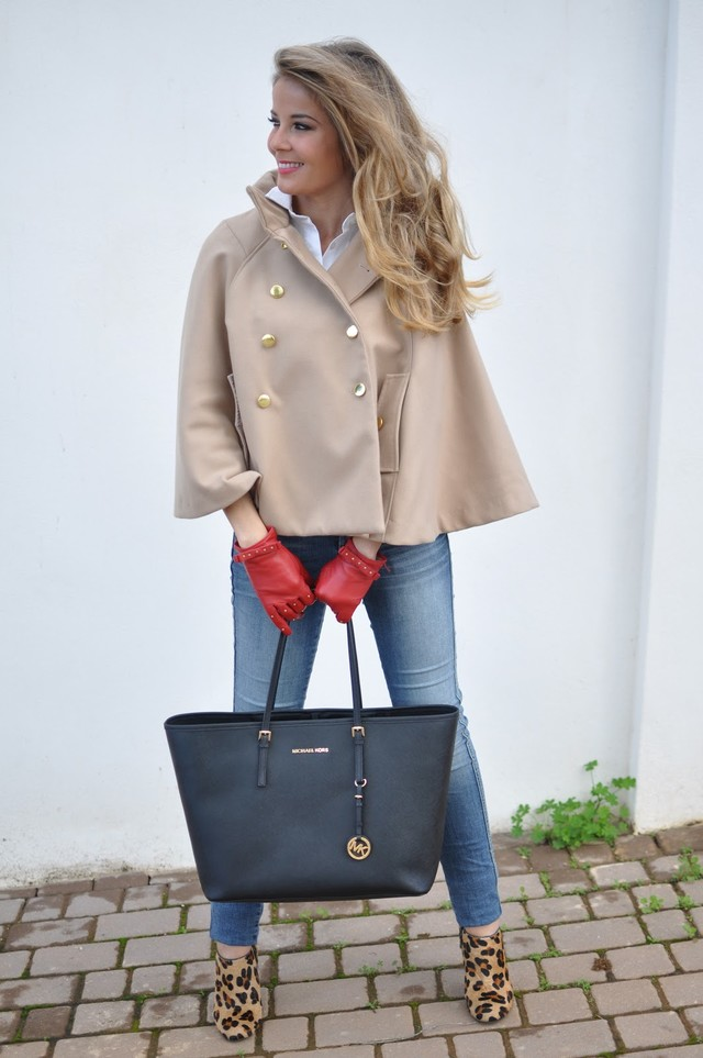Esta temporada las capas vuelven como una alternativa más a las prendas de abrigo. Esta capa combina con infinidad de estilismos, es por eso que decidí hacerme con ella. Espero que os guste la combinación. Para ver más visita mi blog.