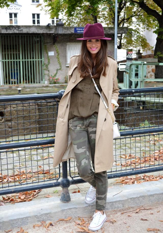 Un look cómodo con jeans, converse y trench, perfecto para recorrer las calles de París!!