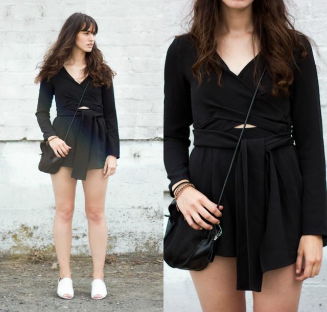 Adoro el estilo minimalista, este mono negro encaja perfectamente en este estilo!
