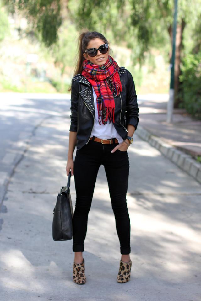 http://www.fashionsalade.com/seamsforadesire/rockin-tartan-girl