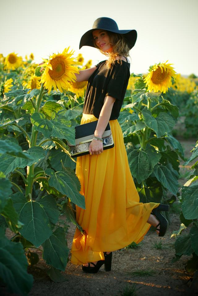 Una tarde en uno de los lugares más alucinantes del mundo.<br /><br />Más imágenes en mi blog:<br /><br />http://macarenagea.blogspot.com/2011/08/acd-sunflower.html<br /><br />Y si tú también queres ganar tu total look de Stradivarius preferido, no olvides pasarte por www.macarenagea.com a partir de mañana... ;)