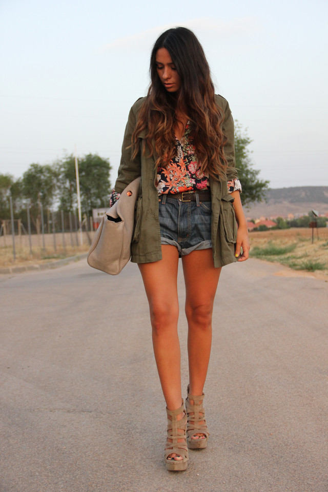 http://www.gossipsmademefamous89.com/2012/08/my-military-jacket.html
