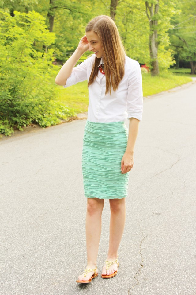 For more information follow my blog at http://www.thehappyflammily.com/2015/04/the-mint-pencil-skirt.html