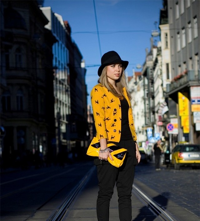 Few weeks back, me & my friend on one sunday afternoon walk.<br /><br />Don't you just love..<br />.. colors such as mustard? On a blazer. With a poodle print.<br />.. pants with huge structured pockets?<br />.. statement necklaces?<br />.. interesting accents such as modern minimalistic clutch?<br /><br />Happy Wednesday everyone!