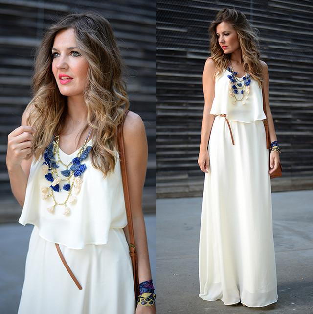 Maxi vestido en color crema con un precioso collar en tres colores!!