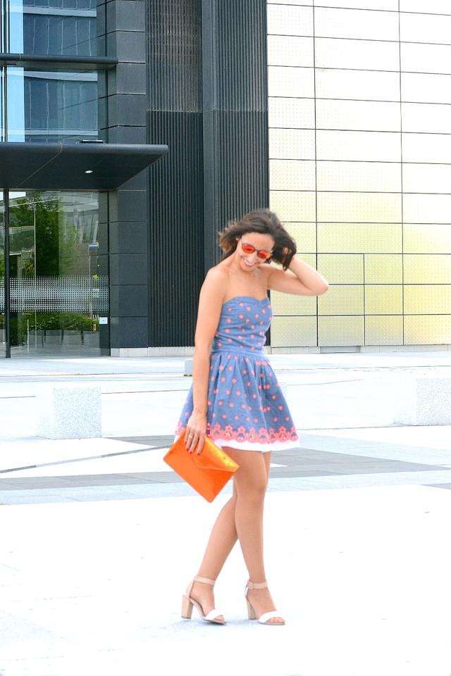 Llevo un mini vestido sin tirantes y falda con volumen de Superdry, como ya os he comentado en otras ocasiones, esta marca se ha convertido en una de mis favoritas para mis looks más casual.