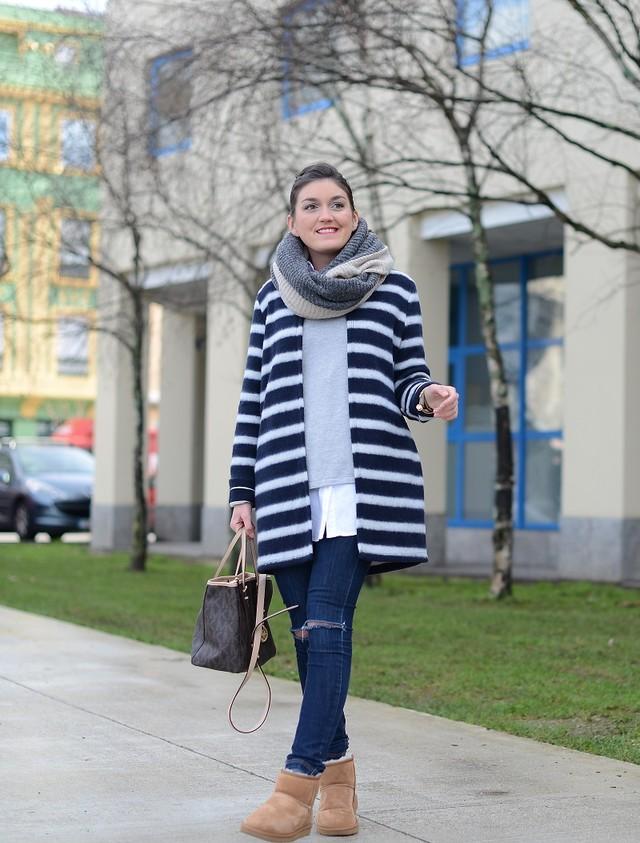 Maxi cardigan a rayas combinado con un look básico perfecto para nuestro día a día en la ciudad.