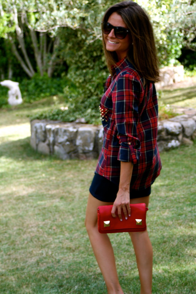 "Today´s Post : More About Studs<br />Good morning everyone!!!!!!! How is the week going?? Hope everything is great for you !!!!!!! Few days ago I showed you my first acquisition about studs (You can see it here) Well, today I´m going to show you the next one in this occasion the items are a shirt and a bag, both of them from Zara New Collection; Undoubtedly, the studs going to be a ""MUST HAVE"" for the new season Do you already have some studded piece??? Hope you like it!!!!! Have a wonderful day!!!!!!!<br />Visit my Post : http://www.ohmylooks.com/2012/08/more-about-studs-mas-sobre-tachuelas/<br />Post de Hoy : Más sobre Tachuelas<br />Buenos días a tod@s!!!!!!! Qué tal va la semana?? Espero que todo os esté yendo fenomenal !!!!!! Hace unos días os enseñé mi primera prenda con tachuelas adquirida (podéis verla pinchando Aquí), pues bien, hoy os enseño las siguientes En esta ocasión se trata de una camisa y un bolso, ambos de la nueva colección de Zara. Sin lugar a dudas las prendas con tachuelas van a ser un ""IMPRESCINDIBLE"" en la nueva temporada Os habéis hecho ya con alguna pieza con tachuelas??? Espero que os guste!!!!!!! Que tengáis muy buen día!!!!!<br />Visita mi Post : http://www.ohmylooks.com/2012/08/more-about-studs-mas-sobre-tachuelas/"