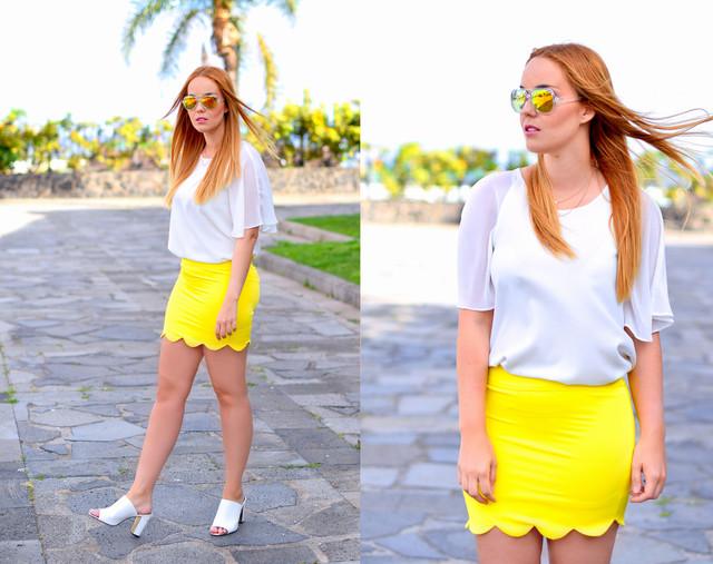 Look muy veraniego con falda neón en amarillo y blusa blanca a juego con los zapatos.