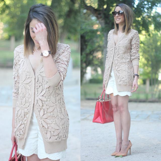 En este look en blanco y beige, combiné una chaqueta de macramé en color beige con unos shorts bordados.