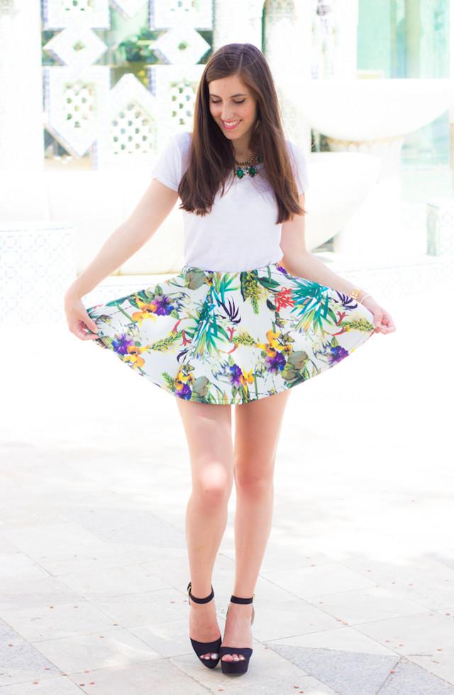 Cuando vi esta falda con estampado tropical no pude resistirme a pedirla, me pareció de lo más divertida y original, y no me equivocaba.