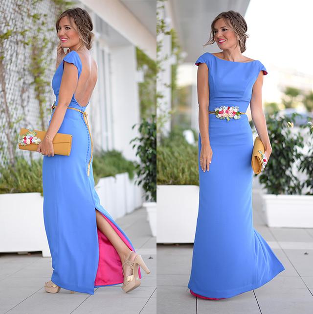 Vestido largo, con escote en la espalda, ideal para una boda en verano. De color azul intenso y con el forro interior fucsia que le da un toque muy original. El cinturon de flores y el recogido con trenzas le dan un aire boho.